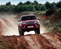 Пикап Toyota Hilux 2016-2017 в России (фото, цена)