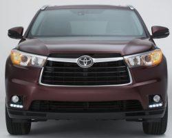 Кроссовер Toyota Highlander 2014 — 2015 года