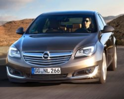 Рестайлинговые седан и универсал Opel Insignia 2014