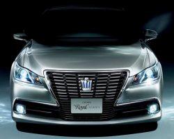 Седан Toyota Crown 2013: фото, характеристики, видео