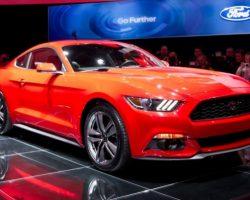 Купе и кабриолет Ford Mustang 2015 года